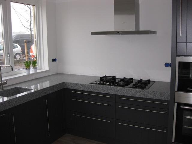 Inspiratie Keuken Achterwand : Voor en na het plaatsen van een Bokmerk achterwand